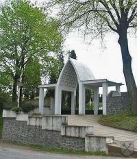 Vstupní brána na hřbitov