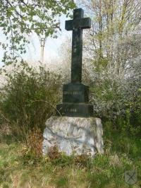 Černý kříž u Velatic