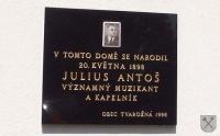 Pamětní deska na rodném domě Julia Antoše